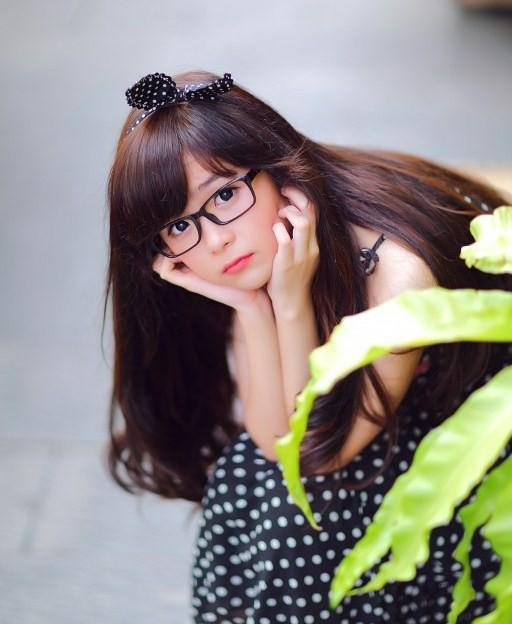 Hình ảnh gái xinh đeo kính đáng yêu