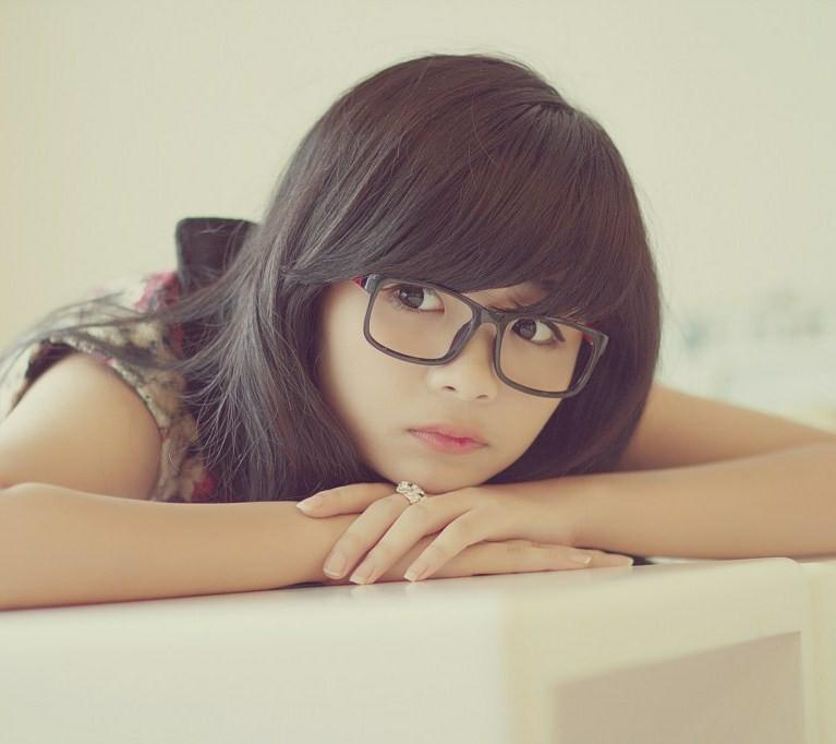 Hình ảnh gái xinh đẹp đeo kính