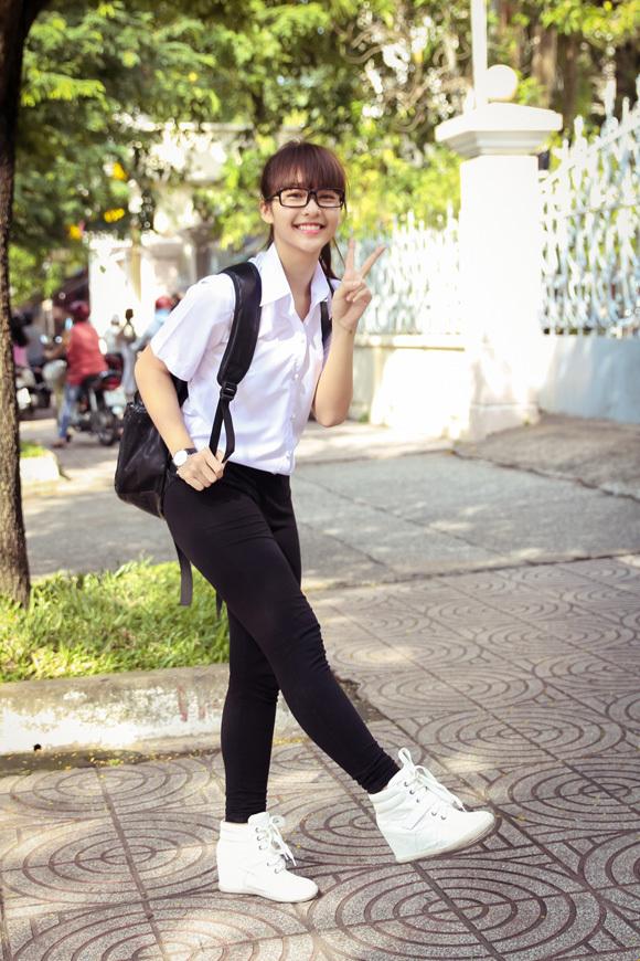 Hình ảnh hot girl dễ thương Vũ Quỳnh Anh sinh năm 1999 hiện đang là học sinh tại Camden Catholic High School luôn thu hút người đối diện bởi vẻ đẹp trong veo và thánh thiện.