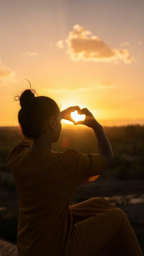 Hình ảnh avatar tình yêu đẹp, cô đơn