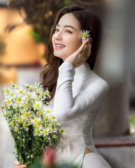 Hình ảnh gái xinh đang cười vui