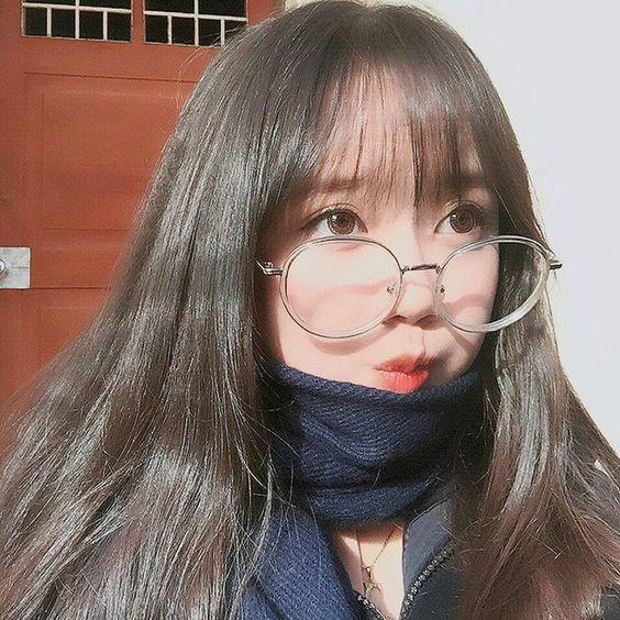 Hình ảnh gái xinh đeo kính