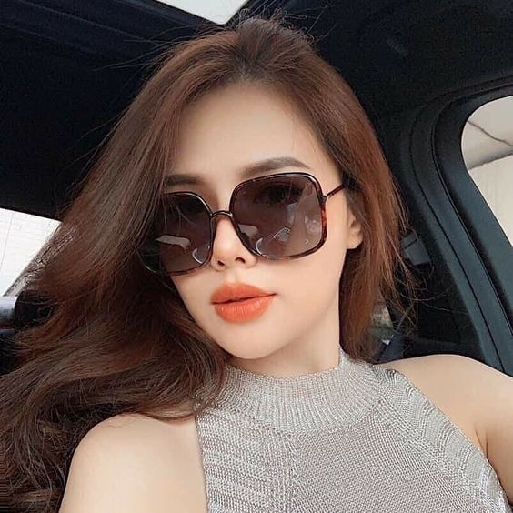 Hình ảnh gái xinh đeo kính mát sang chảnh