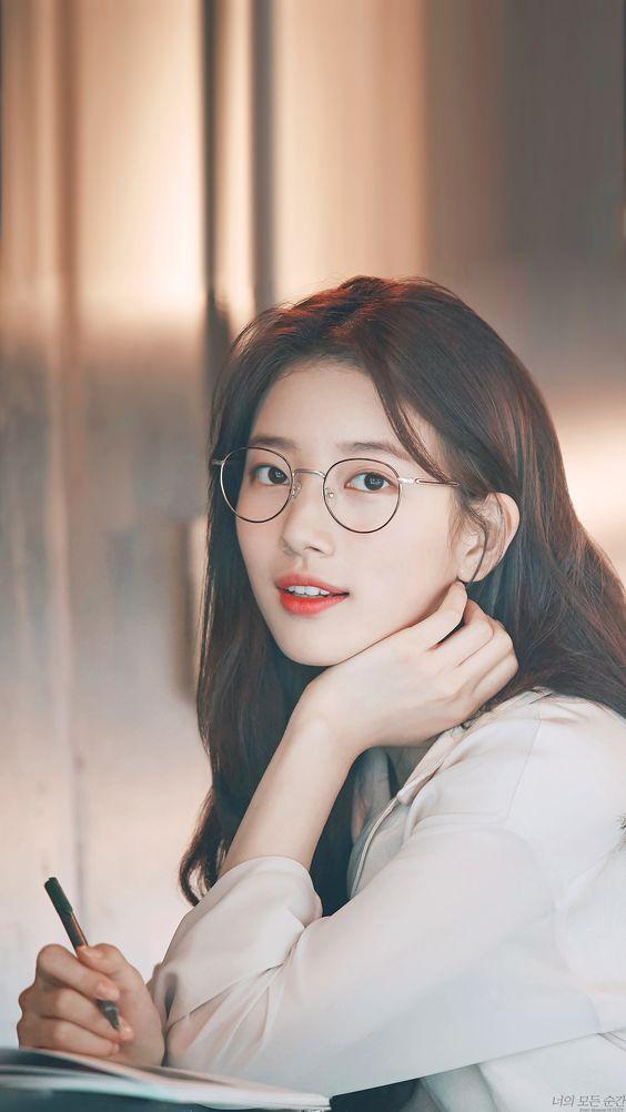 Hình ảnh gái xinh đeo kính nhìn trí thức và đẹp