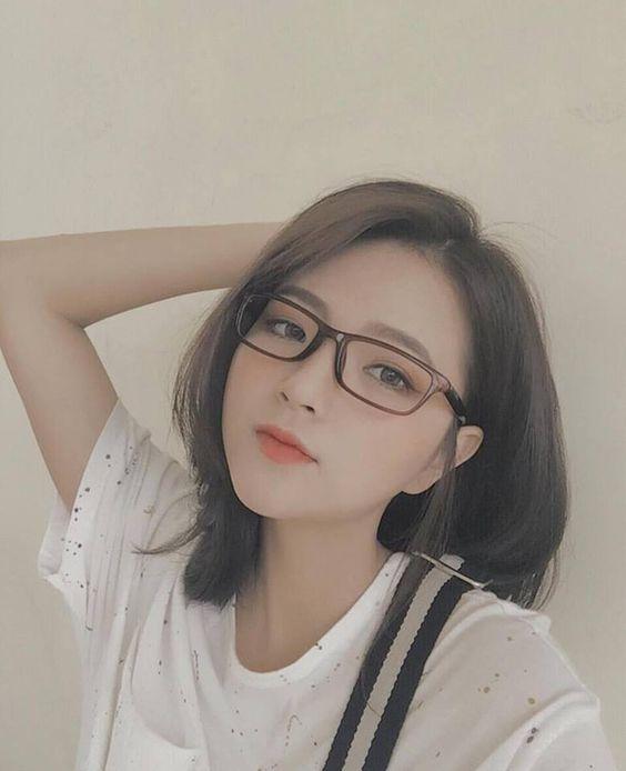 Hình ảnh Gái xinh đeo kính đáng yêu nhất
