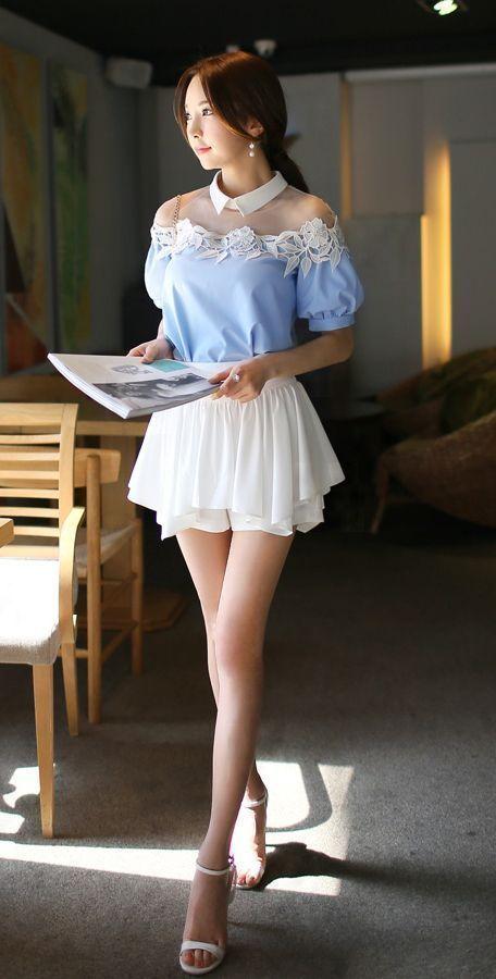 Hình ảnh gái xinh mặc áo trễ vai văn phòng