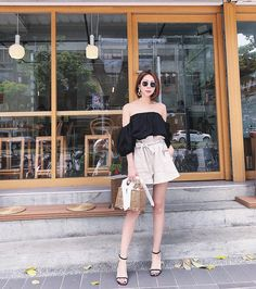 Hình ảnh gái xinh mặc áo trễ vai