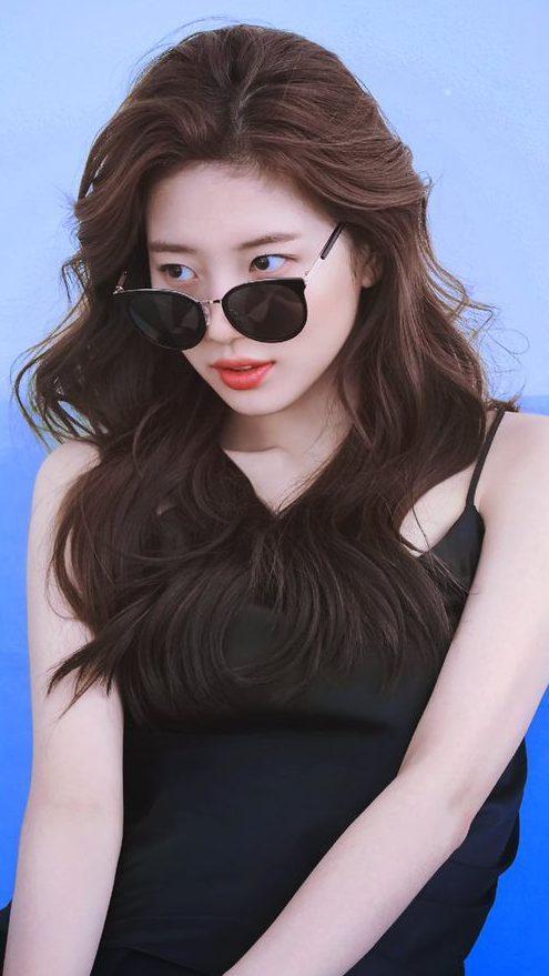 Hình ảnh gái xinh Hàn Quốc tóc dài đeo kính đẹp
