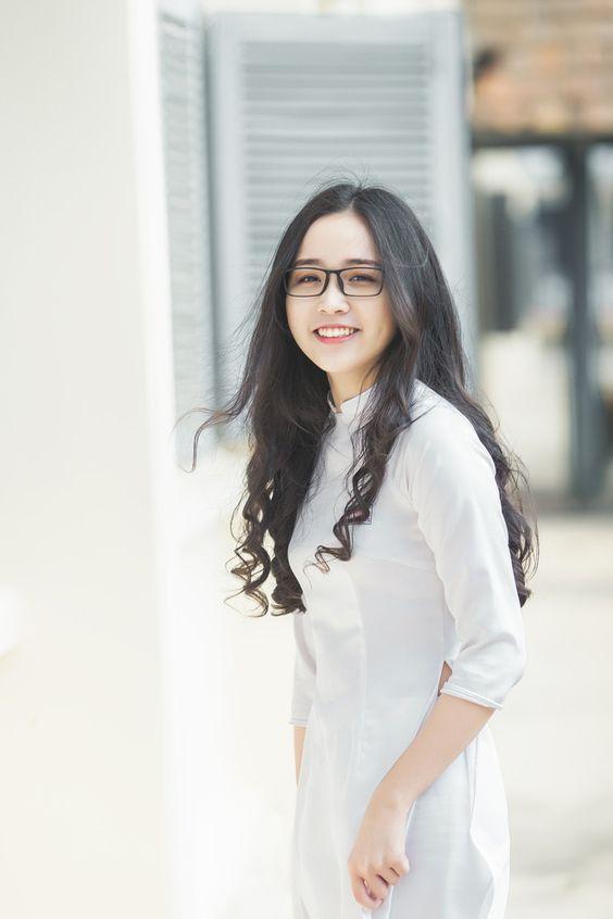 Hình ảnh nữ xinh tóc dài đeo kính đẹp dễ thương