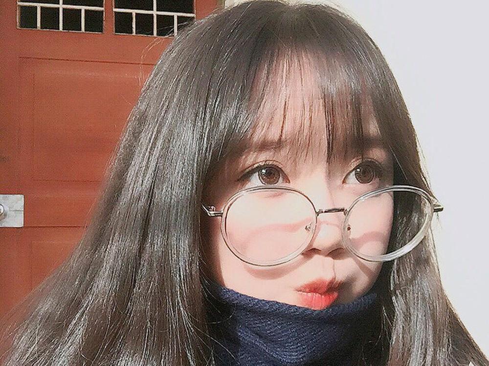 Hình ảnh gái xinh tóc dài đeo kính che mặt đẹp